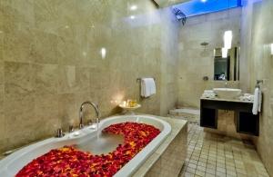 The Residence Seminyak - Villa Amala - Bathroom