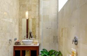 The Residence Seminyak - Villa Menari - Bathroom two