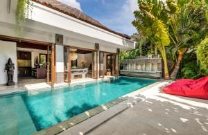 The Residence Seminyak - Villa Menari - Pool view to dining area