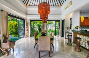 The Residence Seminyak - Villa Senang - Dining & kitchen
