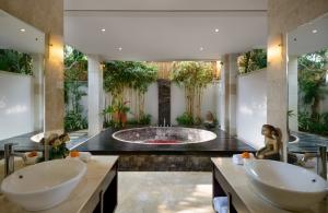 The Residence Seminyak - Villa Amman - Bathroom