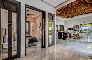 The Residence Seminyak - Villa Jepun - Gate to living or bedroom