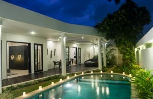 The Residence Seminyak - Villa Lanai - Swimming pool at night