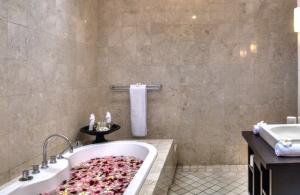 The Residence Seminyak - Villa Lanai - Bathroom