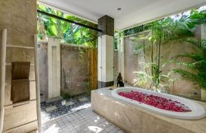 The Residence Seminyak - Villa Menari - Bathroom one