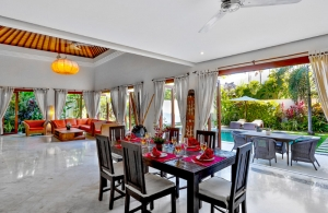 The Residence Seminyak - Villa Shanti - Dining room view to pool