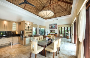 Villa Siam - Dining & living area